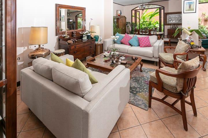 Private Room in Casita de Paz Escazu Home