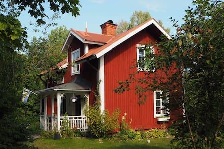 Fint, strandnära 1800-tals torp - Örebro SO