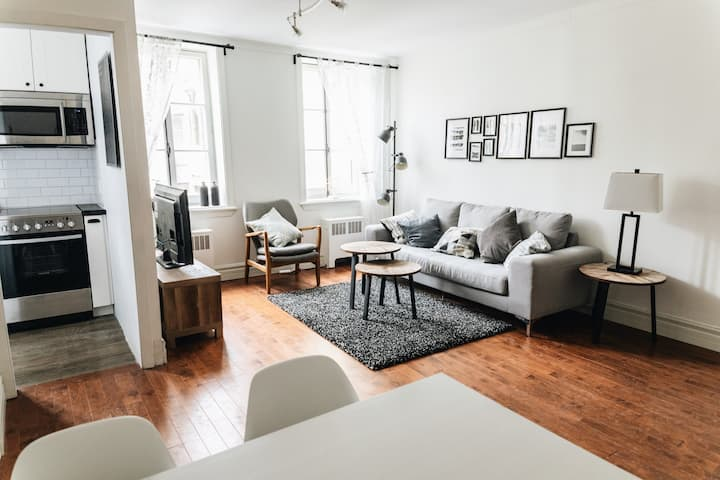 Best Location  Uptown Soho Style *Monthly/Yearly/b