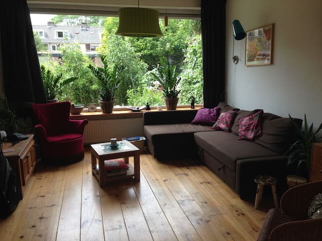 Cosy family home with garden nearby trainstation