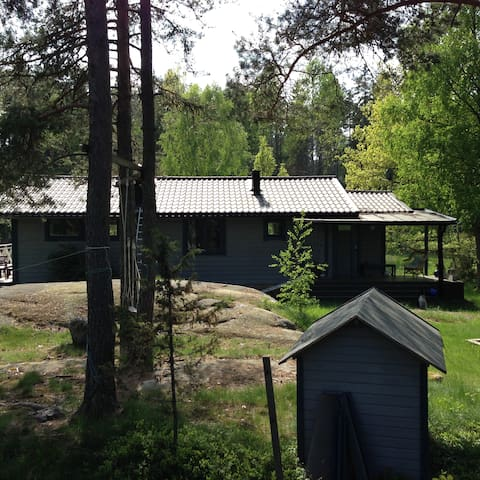 Lovely cottage only 45 minuters from Stockholm - Norrtälje N - Rumah