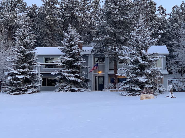 Amazing modern home & Pikes Peak views on 6-acres!
