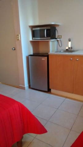 Cómoda habitación con entrada independiente