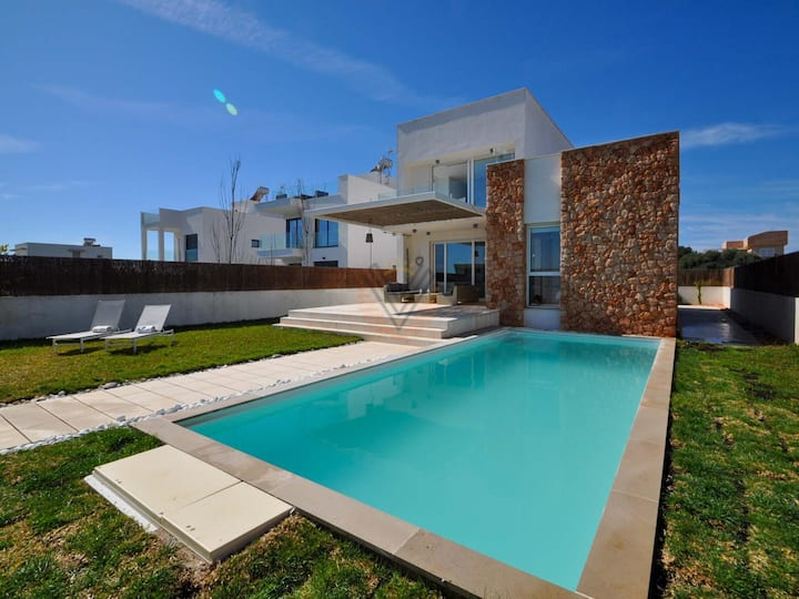 Can Bosquerró, Detached villa with private pool