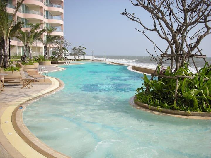 Luxurious & Modern 3 Bedroom Beachfront Penthouse