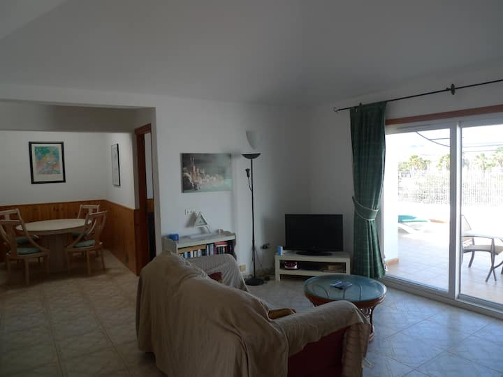 Pool side 2 Bed link Villa with Free Wifi. Superb Golf, Sea & mountain views.
