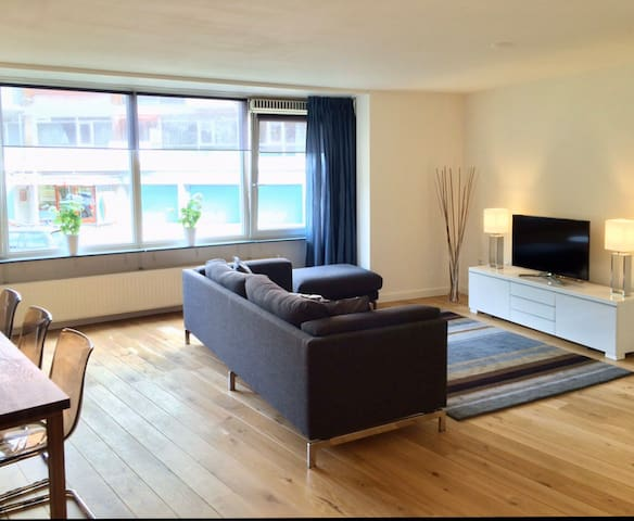 Luxury lakeside apartment 2br Kralingen + parking