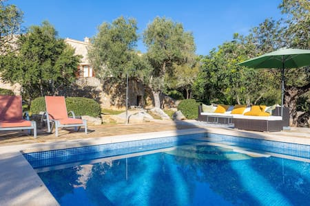 Romantic Natural Stone Finca with Pool, Garden, Rooftop Terrace and Wi-Fi