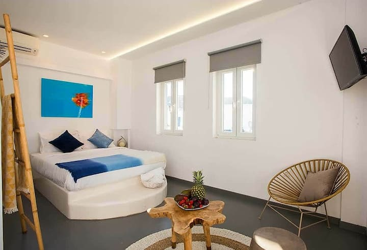 Jonaz Suite, Ornos beach (4pax)