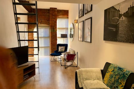 Unique, loft style townhouse in Kelham Island