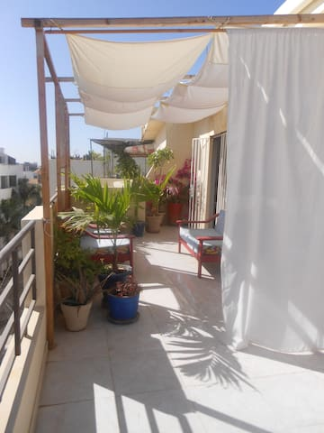 Room with private bathroom and terrace - Dakar - Appartement