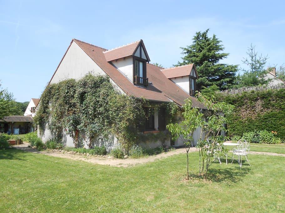 Jardin, vue sur la maison