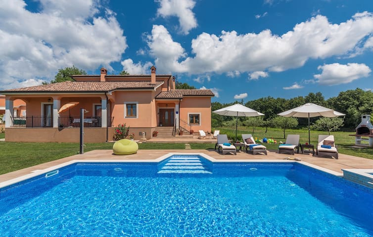 Villa Antonela with Large Garden and Swimming Pool