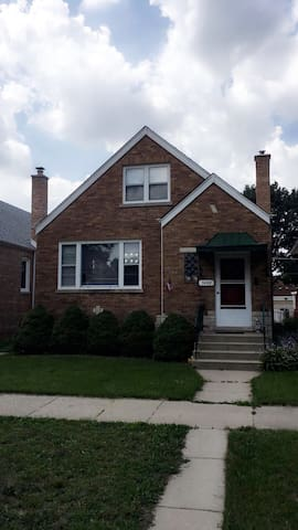 Luxurious 2 Bedroom Close to Downtown - Berwyn - House
