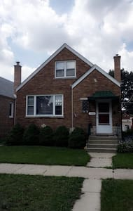 Luxurious 2 Bedroom Close to Downtown - Berwyn - Ev