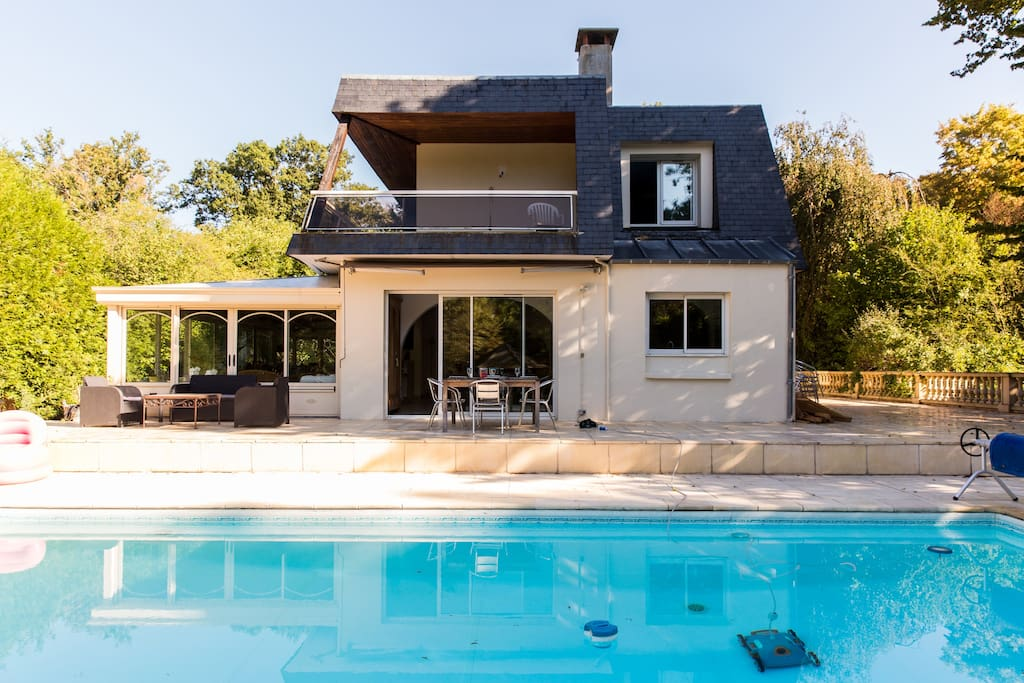 Villa avec piscine proche de paris 7 personnes villas for Piscine privee paris