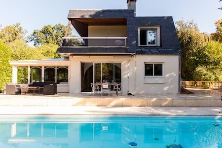 Villa avec piscine proche de Paris 7 personnes - Lamorlaye - Villa