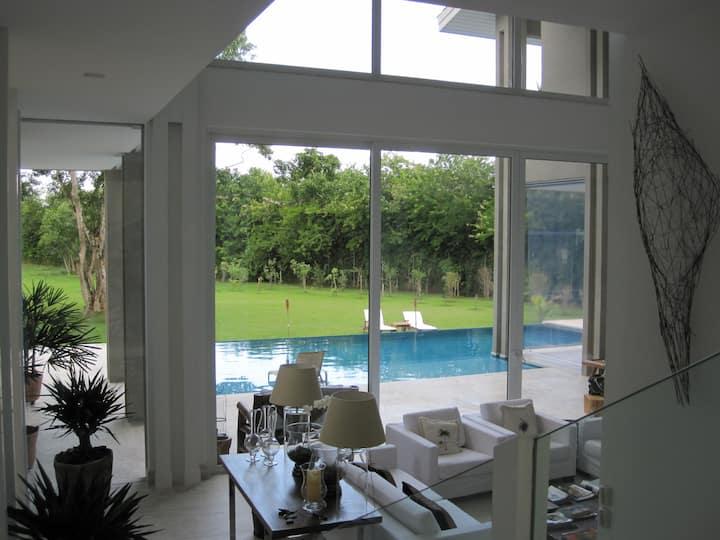 Vila luxuosa e exclusiva no Jd Acapulco Guarujá