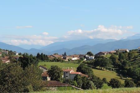 Dans le Parc  naturel des Pyrénées Ariégoises - Betchat - Hus