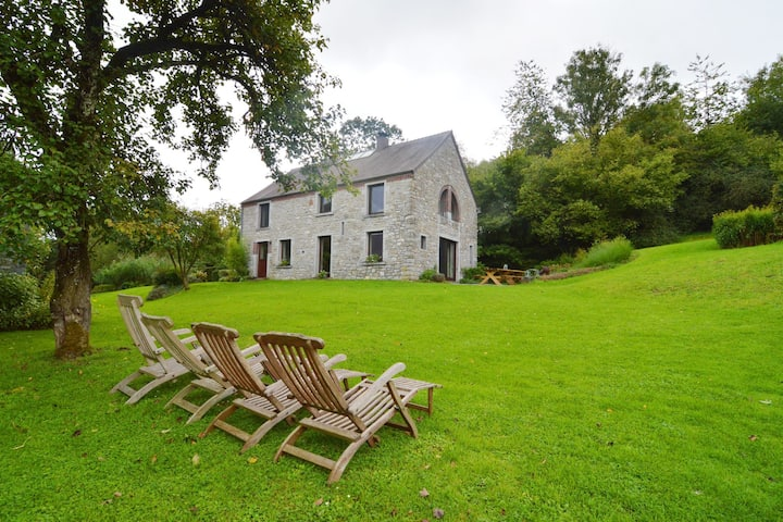 Quaint Holiday Home in Robechies amid Meadows