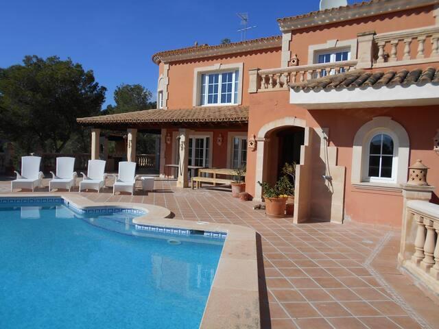 Traditional 5 bed Majorcan Villa with Sea Views - Camp de Mar - วิลล่า
