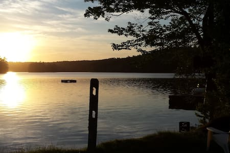 Small rustic camp on Damariscotta Lake - Newcastle