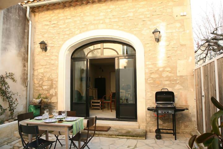 """""""Manon"""" : maison de charme, patio, centre ville"""