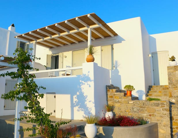 HISTORICAL MYKONIAN HOME