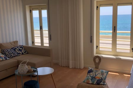 Vida na Praia: Newly renovated beachfront Flat