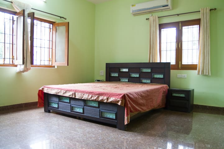 Furnished suite room 15 mins  from BAGA beach