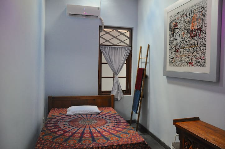 Room 2 - AC, bed size 140 x 200