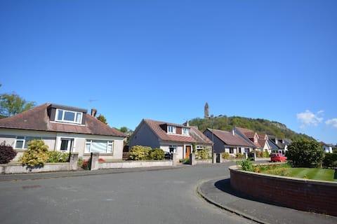 Private Bedroom Mins walk to Wallace Monument/ Uni