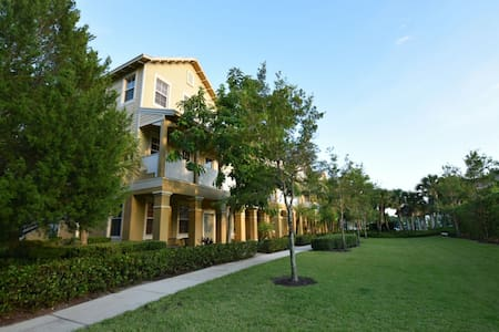 Comfortable, charming townhouse - Jupiter