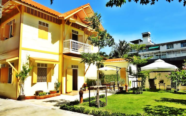 Best Value Holiday Home for Groups in Central BKK - Sathorn Bangkok - บ้าน