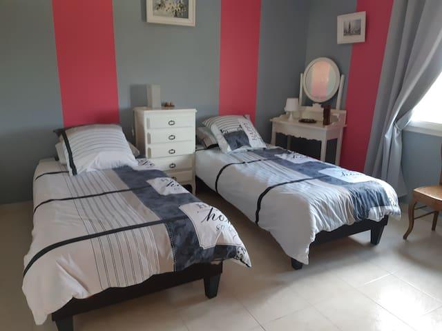 3 chambre 3 avec 2 lits  de 90