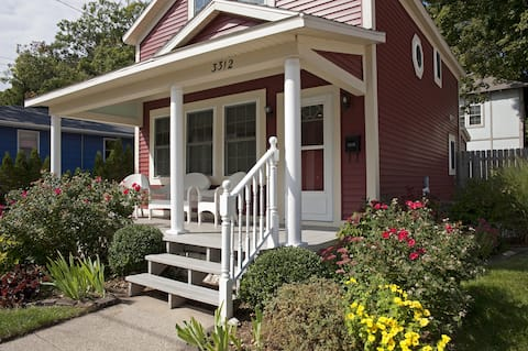 Redbird Cottage- walk to the lake in Muskegon