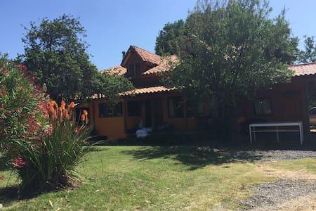 Casa de Campo, con jardines, naturaleza, piscina - Nogales - Hus