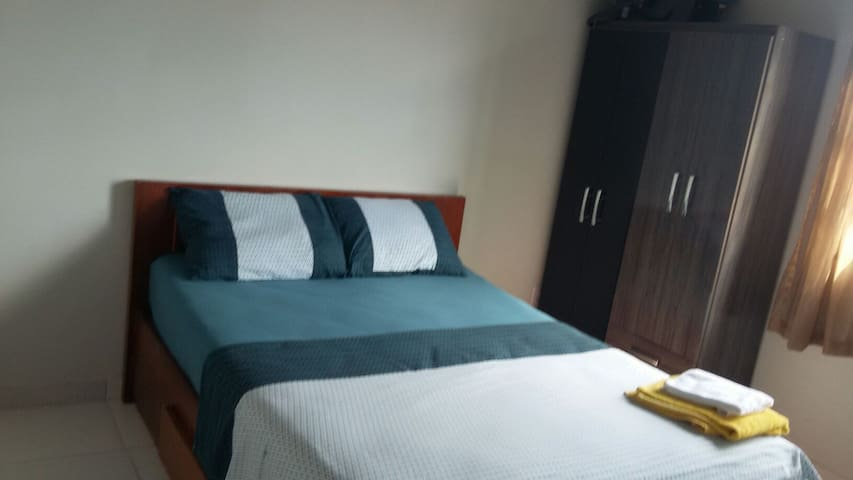 A bed/private room in city heart - São José - Byt