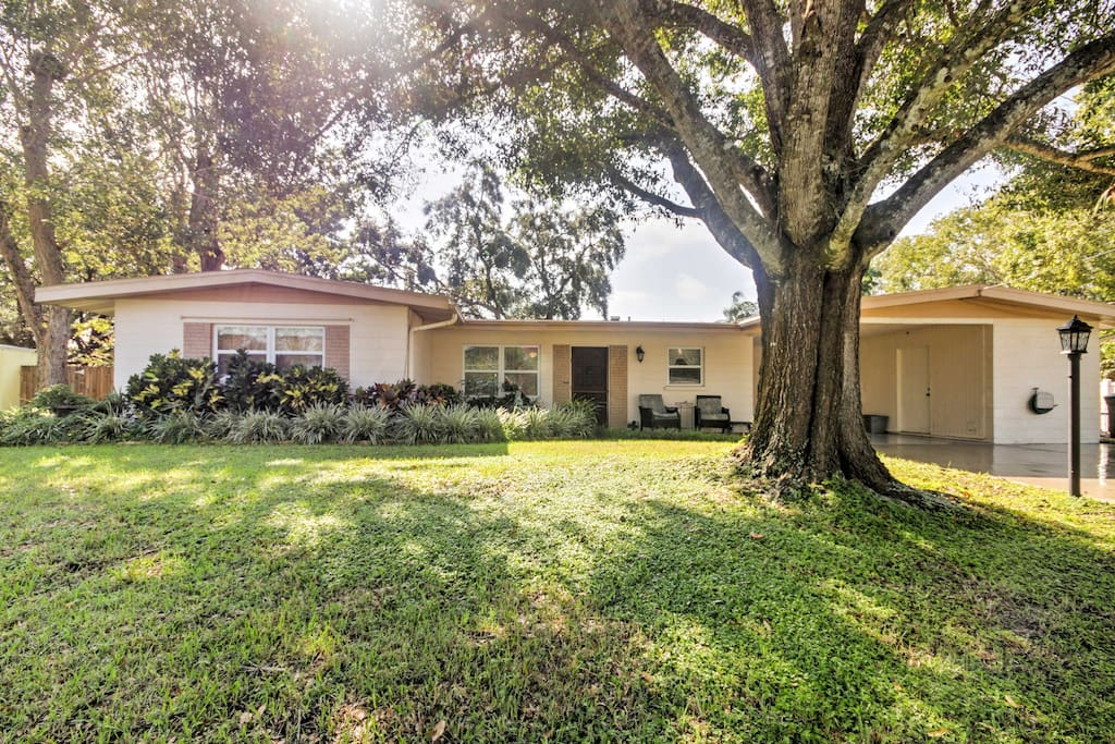 A large front lawn welcomes you to your quaint Florida home-away-from-home.