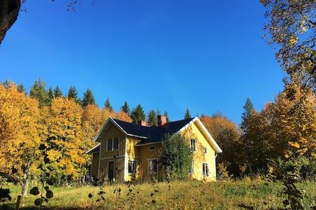 Enskilt beläget gammalt vackert hus i Tiveden.