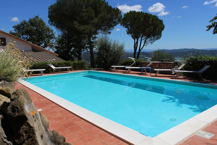 PANORAMIC VILLA, SWIMMING POOL AND LAKE VIEW - Passignano Sul Trasimeno - Vila