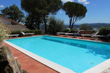 PANORAMIC VILLA, SWIMMING POOL AND LAKE VIEW - Passignano Sul Trasimeno - วิลล่า