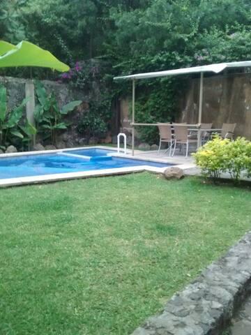 bungalow, jardín, terraza/ alberca, garage - Cuernavaca - Condominium