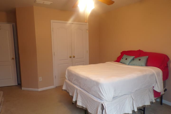 PINK COMFY ROOM - Women only!