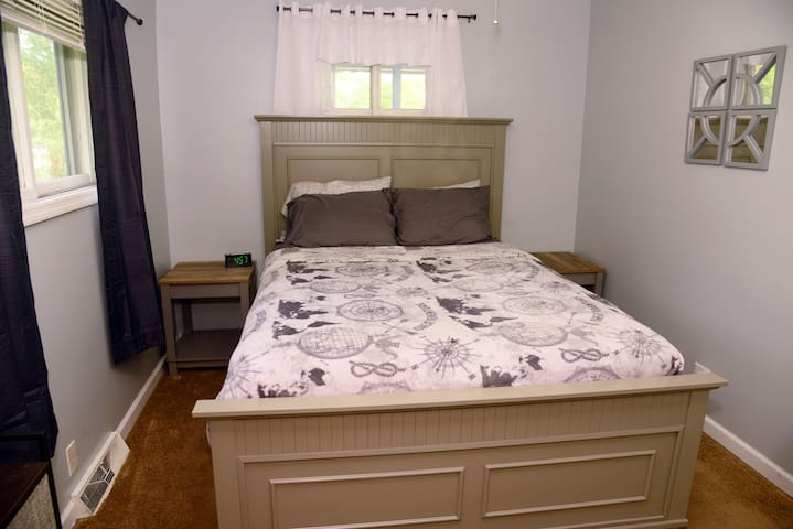 2nd bedroom, queen bed, all of the beds are excellent quality, and newly furnished.  All mattresses and pillows have protectors on them.
