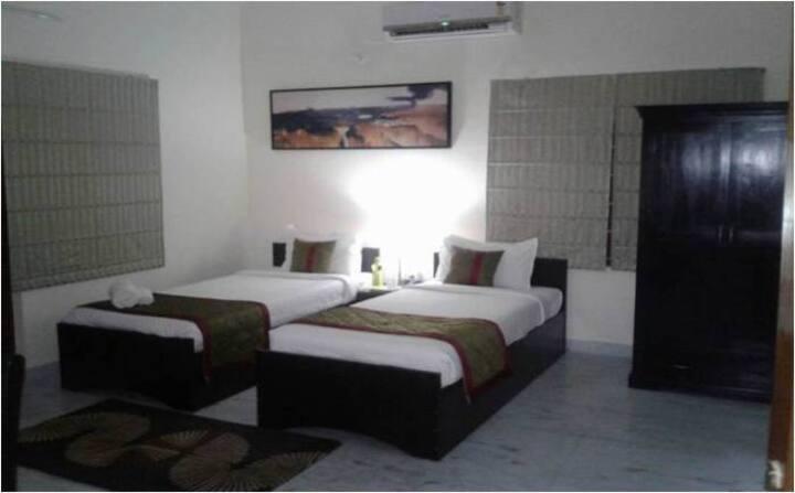 Spacious Room in Salt Lake City - Kolkata