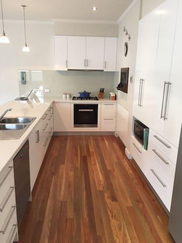 Large Family Home - Port Melbourne - Port Melbourne - House