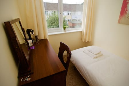 Cosy and Clean Bedroom to Rent in House at Bath - Bath - House
