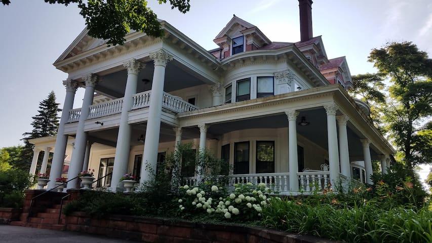 Historic Mansion Laurium Manor Inn B&B Room #8