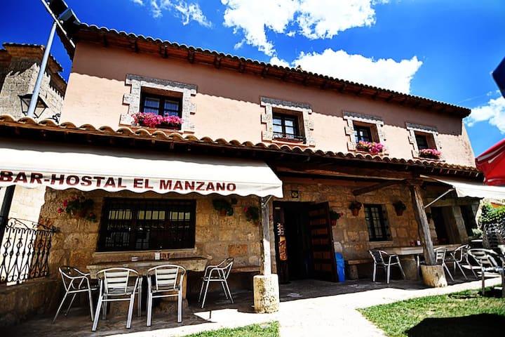 Edificio de varias plantas en Castrojeriz, españa